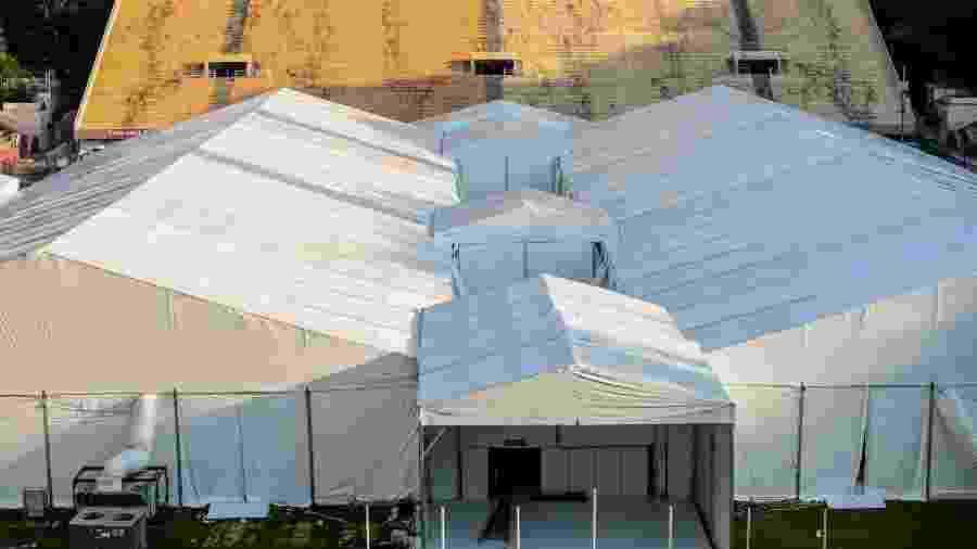 Obras de instalação do hospital de campanha que está sendo montado no Estádio do Pacaembu, na zona oeste de São Paulo - SUAMY BEYDOUN/AGIF - AGÊNCIA DE FOTOGRAFIA/AGIF - AGÊNCIA DE FOTOGRAFIA/ESTADÃO CONTEÚDO