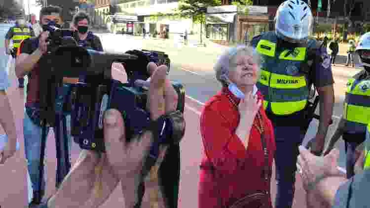 "Bolsonarista arrependida xinga participante do manifesto da Paulista: ""Burra, analfabeta, acredita nesse salafrário!"" - Paulo Sampaio/UOL - Paulo Sampaio/UOL"