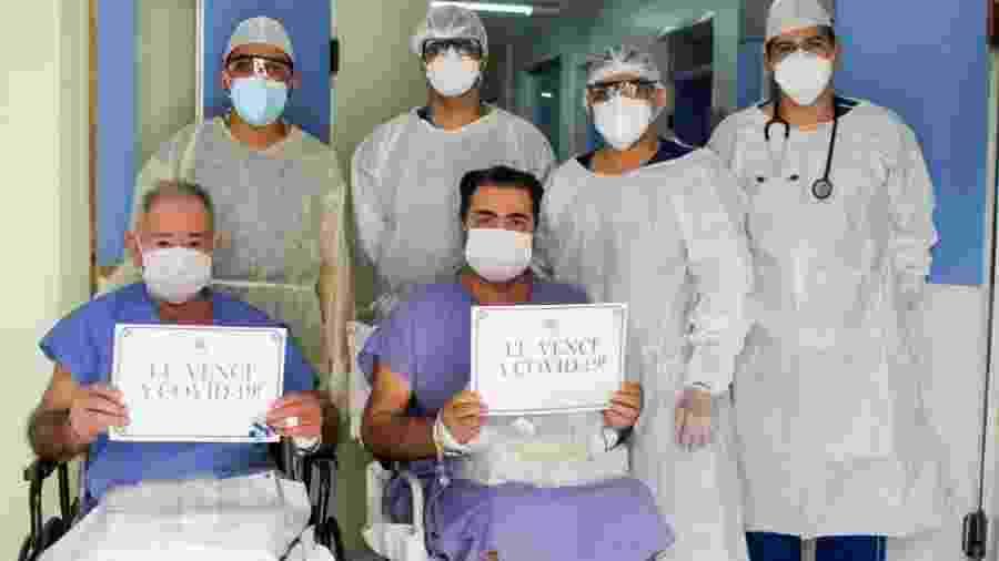 Equipe médica que cuidou de Francisco Pereira dos Santos, 83, e Adriano Silva dos Santos, 48, pai e filho diagnosticados com covid-19 no Ceará - Ascom Complexo SCMS