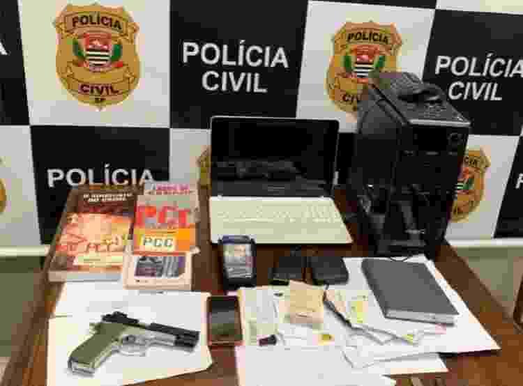 Entre os itens apreendidos com Wellington Alcântara, uma arma de brinquedo - Reprodução/Polícia Civil - Reprodução/Polícia Civil
