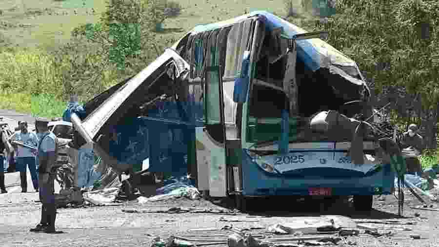 Acidente entre um ônibus da Star e um caminhão entre Taguaí (SP) e Taquarituba (SP) deixou 41 mortos e 11 feridos. - Reprodução/TV Globo