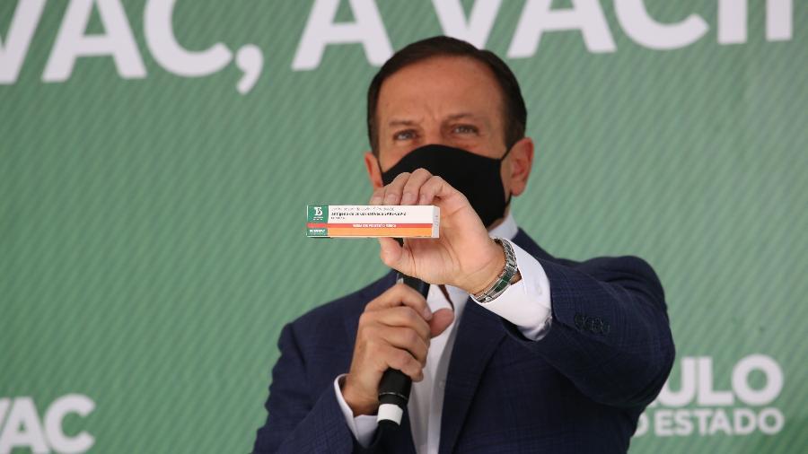 Governador de São Paulo, João Doria (PSDB) mostra caixa da ButanVac - 26.mar.2021 - Divulgação/Governo do Estado de São Paulo