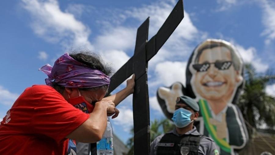 Protesto em Manaus contra atuação de Bolsonaro na pandemia - crise no Amazonas será investigada na CPI - Reuters/Bruno Kelly