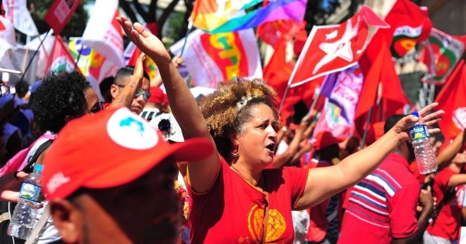 17.abr.2016 - Manifestantes se concentram no Vale do Anhangabaú, no centro da cidade de São Paulo, para protestar contra o pedido de impeachment da presidente Dilma Rousseff