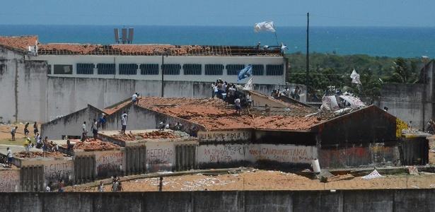 Na penitenciária de Alcaçuz, em Nísia Floresta (RN), os prédios não têm mais cobertura; presos dominam a unidade há pelo menos dois anos