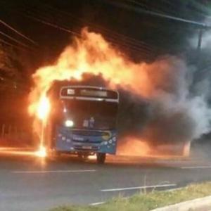 Ônibus é incendiado em Serra, na Grande Vitória (ES)