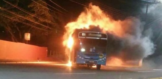 Ônibus foi incendiado em Serra Grande (ES) na segunda-feira (6)