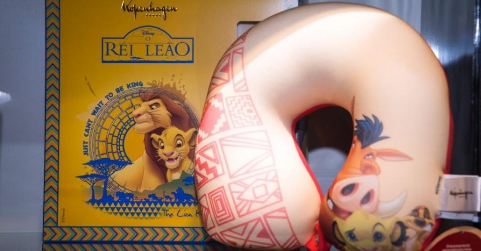 Ovo de chocolate ao leite da Kopenhagen vem com uma almofada de viagem de pescoço com estampa do Rei Leão. O preço sugerido é de R$ 115,90 (300g)