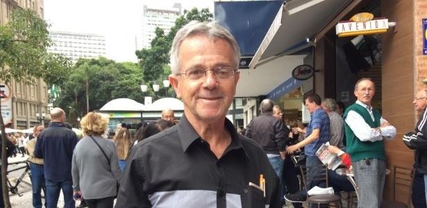 8.mai.2017 - O promotor de vendas Luiz Biazetto na região da Boca Maldita, em Curitiba