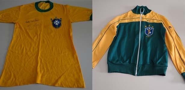 21.jul.2017 - Camisa e agasalho da seleção brasileira doadoes pelo jogador Zico (autografado pelo jogador) utilizado durante a copa de 1982 para o leilão para as vítimas do desastre da Samarco