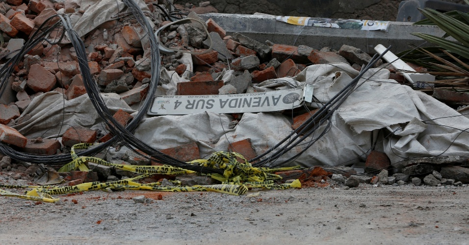 8.set.2017 - Terremoto de magnitude 8.2 deixa um rastro de destruição pelas ruas da Cidade do México. Foi o maior  tremor no país em 100 anos