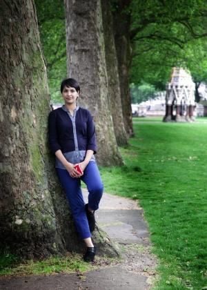 """Angela Saini: """"O que os cientistas acreditam com frequência é apenas o espelho do que a sociedade diz"""""""