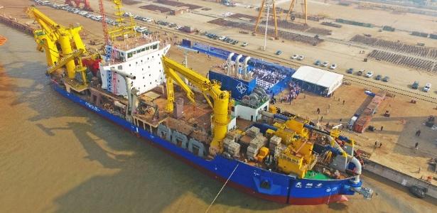 Segundo a China, este novo navio é capaz de criar ilhas como aquelas que Pequim já construiu nas águas disputadas do Mar da China Meridional