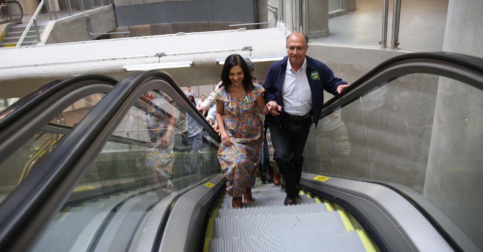 Geraldo Alckmin, candidato à Presidência pelo PSDB, realiza ato em uma estação de metrô em São Paulo. Sorridente, o tucano esteve o tempo todo ao lado da mulher, Lu Alckmin