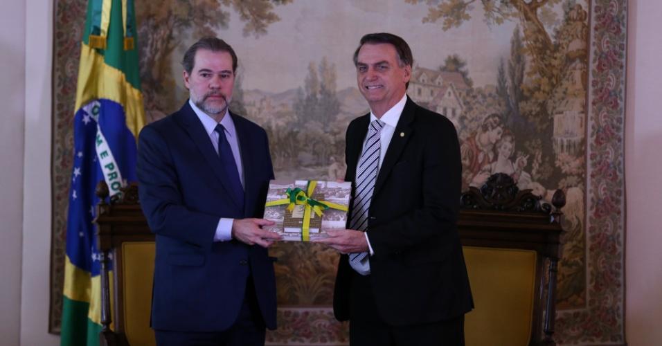 O presidente eleito Jair Bolsonaro (PSL) durante audiência com o presidente do STF Ministro Dias Toffoli no Salão Nobre do STF nesta quarta-feira (7).