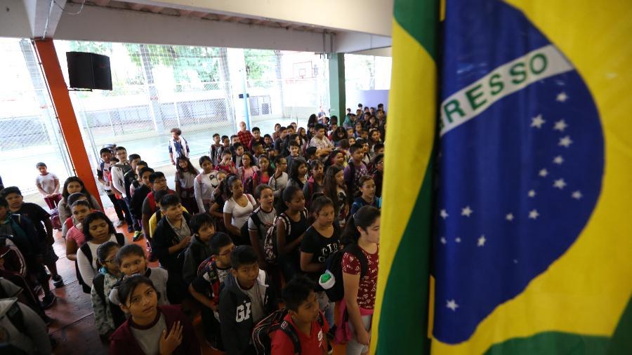 Estudantes cantam o Hino Nacional em escola de São Paulo - Rivaldo Gomes -23.fev.2018/Folhapress