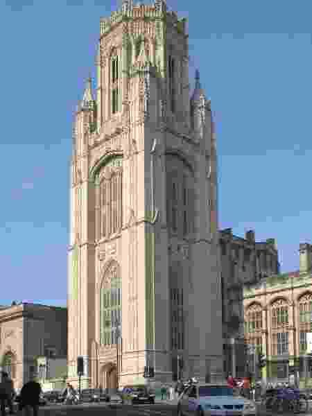 Torre do histórico Wills Memorial Building, na Universidade de Bristol - Wikimedia
