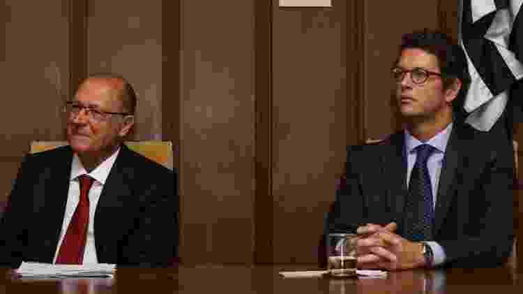 10.dez.2019 - O governador Geraldo Alckmin assina decreto para licenciamento ambiental da aquicultura, no Palácio dos Bandeirantes na zona oeste de São Paulo. Na foto, Alckmin e o secretário do Meio Ambiente, Ricardo Salles (01.11.2016) - Jales Valquer/Fotoarena/Folhapress - Jales Valquer/Fotoarena/Folhapress