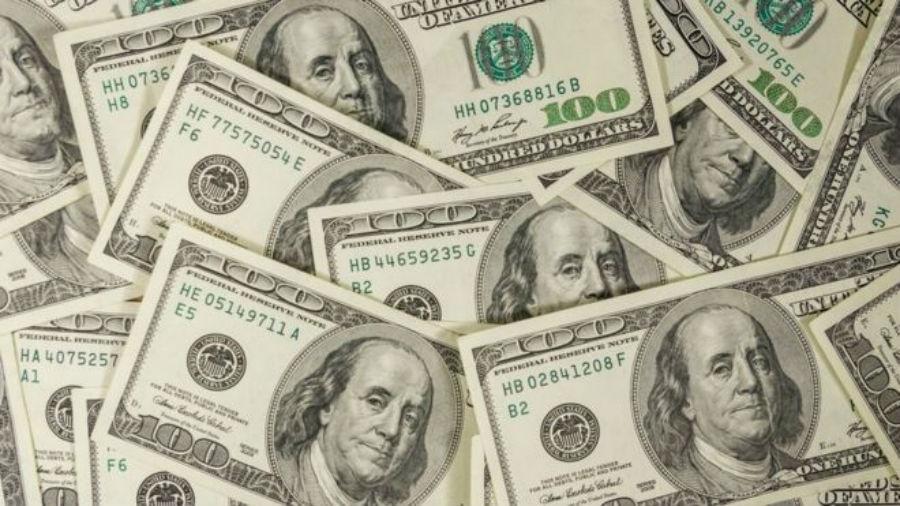 """""""O dólar mudou de patamar, não vai voltar mais aos R$ 4. Se o quadro se reverter e houver muita notícia boa: vacina, cura, pode voltar a R$ 4,10, R$ 4,15"""", diz Vanei Nagem - Getty Images"""