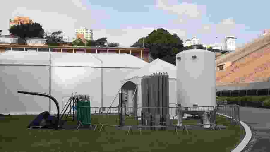 Obras de instalação do hospital de campanha que está sendo montado no Estádio do Pacaembu, na zona oeste de São Paulo - MISTER SHADOW/ASI/ESTADÃO CONTEÚDO