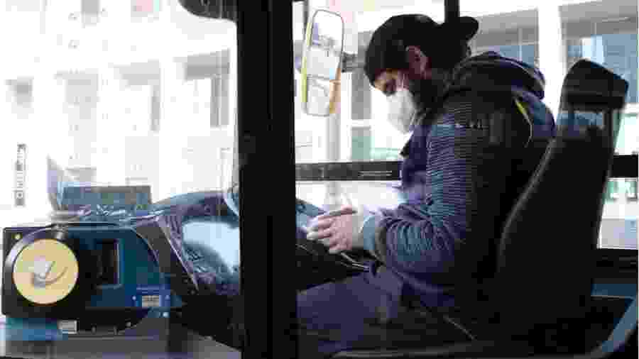 A maioria dos 14 mortos por covid-19 no sistema de transporte público de Londres são motoristas de ônibus - Reuters