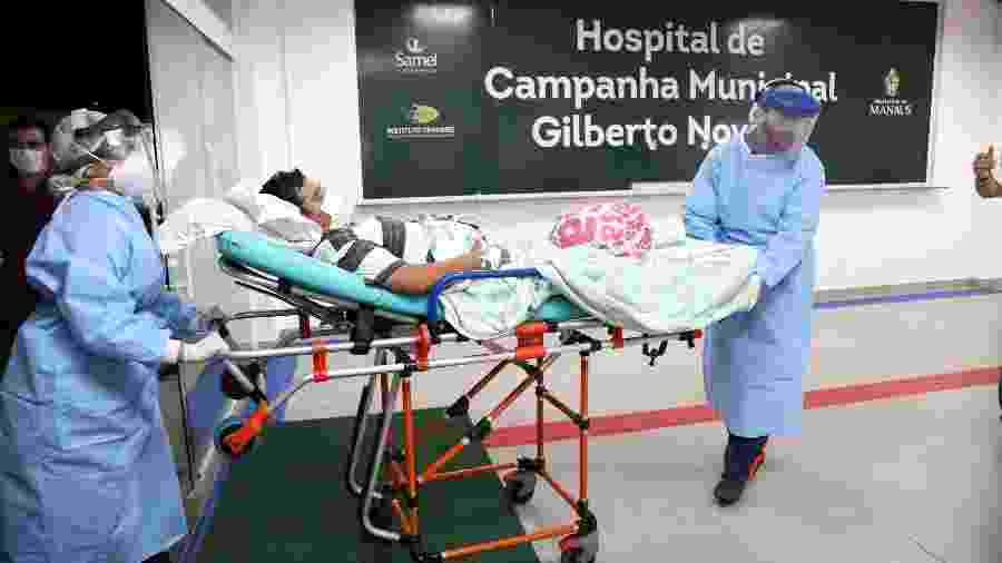 Dois homens e uma mulher foram os três primeiros pacientes e ingressarem no hospital de campanha em Manaus - Mário Oliveira/Semcom