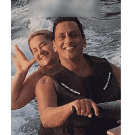 O advogado Frederick Wassef e a empresária Cristina Boner passeiam juntos em jet ski - UOL