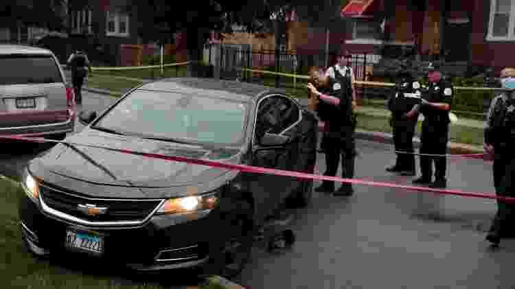 Polícia analisa carro que pode ter sido usado em tiroteio que deixou 14 feridos nos Estados Unidos - Scott Olson/Getty Images/AFP - Scott Olson/Getty Images/AFP