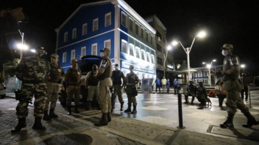 19.fev.2021 - Polícia Militar faz patrulha no bairro do Rio Vermelho, em Salvador, para o cumprimento do toque de recolher na cidade - Secretaria de Segurança Pública da Bahia