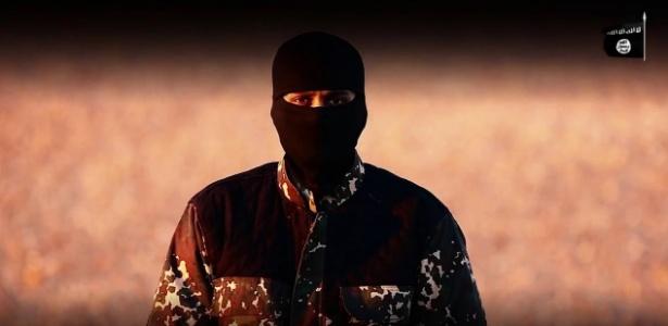 03.jan.2016 - Homem mascarado com sotaque britânico fala sobre premiê britânico, David Cameron, em vídeo do Estado Islâmico