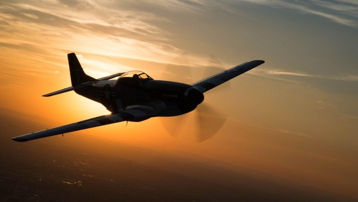 13.jan.2016 - Um Mustang P-51 sobrevoou a base de Anacostia-Bolling, em Washington, nos Estados Unidos, durante uma missão militar no dia 16 de setembro de 2015. A foto aparece na lista das melhores imagens da Força Aérea americana de 2015, selecionadas pelo site Business Insider