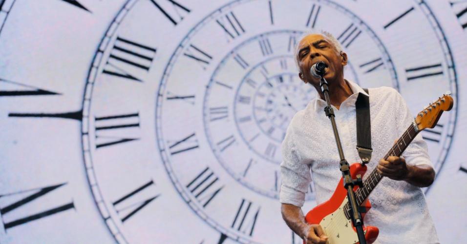 25.jan.2016- O cantor e compositor Gilberto Gil faz show durante as comemorações do aniversário de São Paulo no Clube de Regatas Tietê, na tarde desta segunda feira