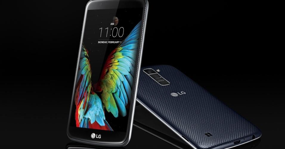 16.fev.2016 - A LG traz ao Brasil uma nova linha de smartphones intermediários com três modelos: K10 (foto), K8 e K4. Apesar de especificações distintas, todos eles suportam a tecnologia de internet móvel 4G e dois chips SIM. Contam ainda com memória RAM de 1G e memória interna expansiva de até 32 GB. A opção mais potente é o K10, que além de processador de oito núcleos e tela de 5,3 polegadas, possui câmeras de 13 MP (principal) e 8 MP (frontal). Com tela de 5 polegadas e processador de quatro núcleos, o K8 é composto por câmeras de 8 MP (principal) e 5 MP (frontal). Já o modelo mais básico, o K4, tem tela de 4,5 polegadas, processador de quatro núcleos e câmeras de 5MP (principal) e 2MP (frontal). Os preços sugeridos são de R$ 1199 (K10 com TV), R$ 999 (K8) e R$ 699 (K4)