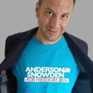 """Começou como brincadeira"", conta escritor que criou ""congressista"" Alex Anderson"