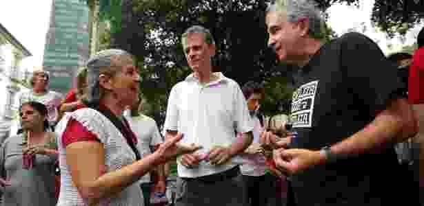 Os amigos Wania Guedes, Miguel Ferreira e Roberto Guimarães fazem críticas ao governo Dilma, e dizem ter ido a ato no Rio para defender a democracia - Júlio César Guimarães/UOL