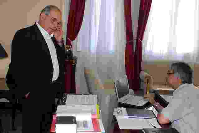 O então ministro Miguel Lopez Perito se reune com o ex-presidente Fernando Lugo em foto de 2009  - undefined