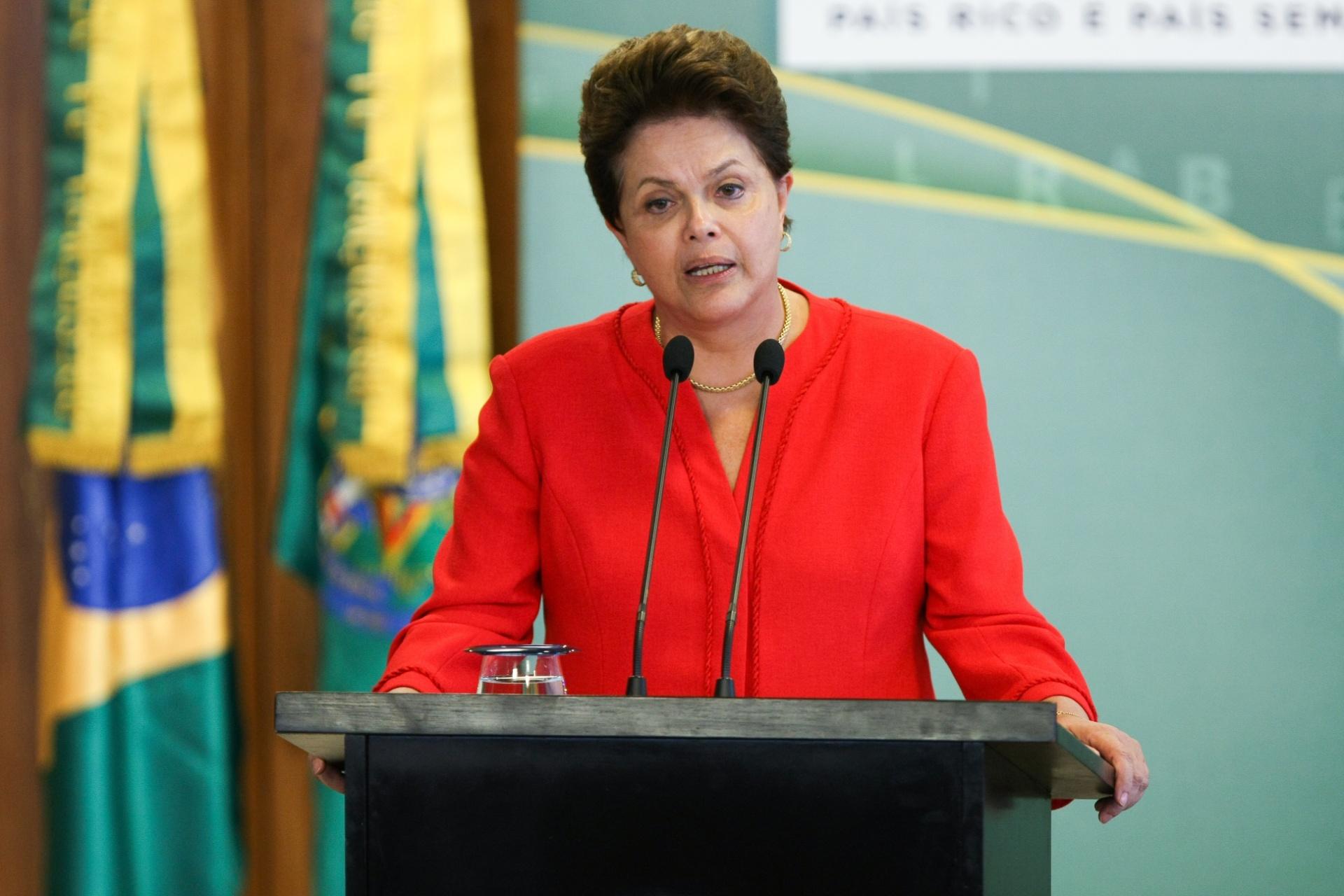 15.ago.2011 - A presidente Dilma Rousseff participa da cerimônia de posse do procurador-geral da República, Roberto Gurgel, no Palácio do Planalto