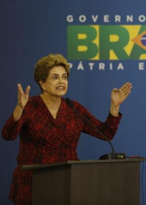 A presidente Dilma Rousseff discursa durante inauguração de aeroporto em Goiânia (GO)