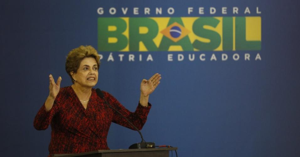 9.mai.2016 - A presidente Dilma Rousseff discursa durante inauguração de aeroporto em Goiânia (GO), no dia em que o presidente interino da Câmara dos Deputados, Waldir Maranhão (PP-MA), anulou a sessão de votação da Câmara que aprovou o impeachment da presidente Dilma Rousseff