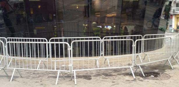 ViaQuatro cerca acesso ao metrô Faria Lima antes de protesto contra Temer - Flávio Costa/UOL