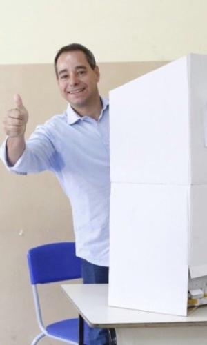 2.out.2016 - Luis Tibé (PT do B) votou no início da manhã. Mais tarde, o candidato à Prefeitura de Belo Horizonte acompanhou o candidato a vice Felipe Totó Teixeira durante seu voto