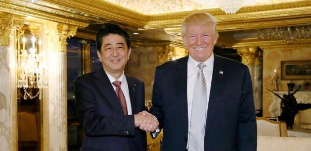 Trump e o premiê japonês, Shinzo Abe, o primeiro chefe de Estado com quem se encontrou