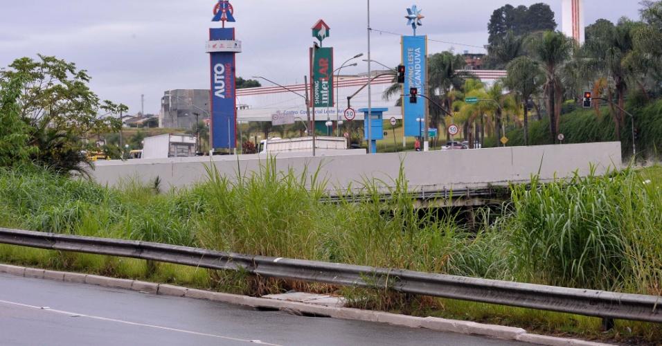 26.abr.2017 - Mato na avenida Aricanduva, no sentido de São Mateus, na altura do shopping Aricanduva, na zona leste de São Paulo