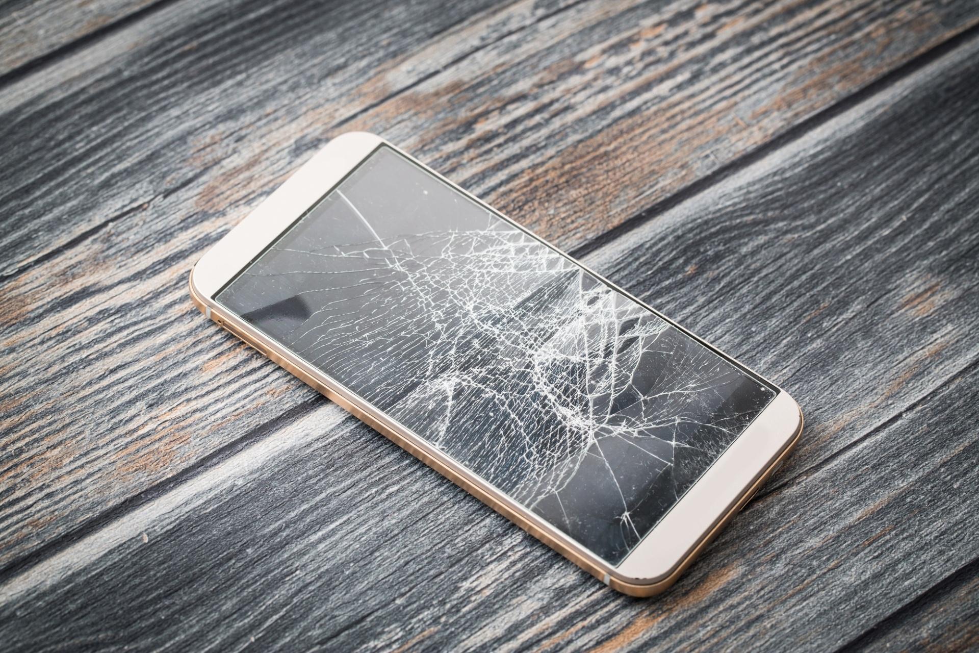 abbbf804d97 Usar celular com tela quebrada pode ser uma má ideia - 18 07 2017 - UOL  Tecnologia