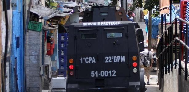 22.set.2017 - Intenso tiroteio num dos acessos à favela da Rocinha, na Zona Sul do Rio de Janeiro (RJ), fechou por algumas horas a estrada Lagoa-Barra