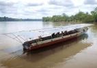 A canoa solar na Amazônia que ajuda comunidades a navegar sem gasolina pela selva - BBC