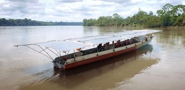 Depois de fazer estudos de navegabilidade, decidiu-se que o desenho da canoa dos indígenas cofan, no norte da selva equatoriana, era o mais adequado para as águas amazônicas