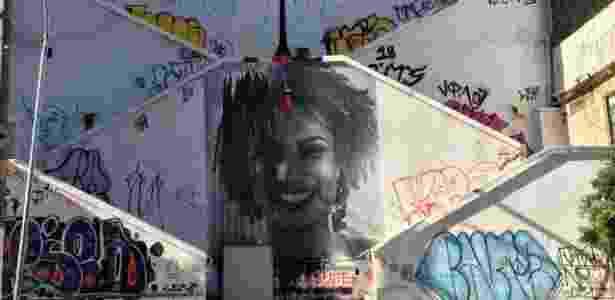 O painel com o rosto da vereadora em Pinheiros foi alvo de vandalismo - Janaina Garcia/UOL