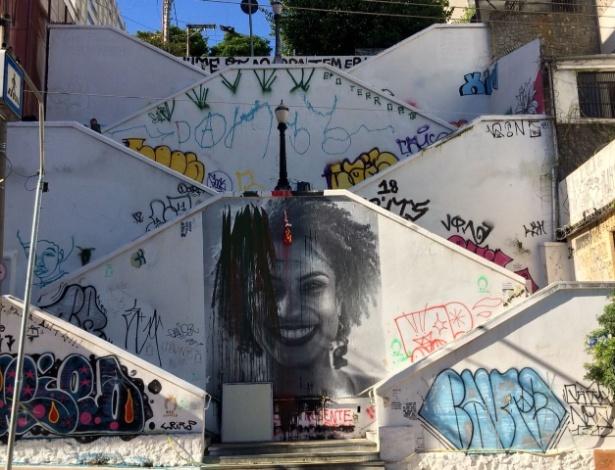 O painel com o rosto da vereadora em Pinheiros foi alvo de vandalismo