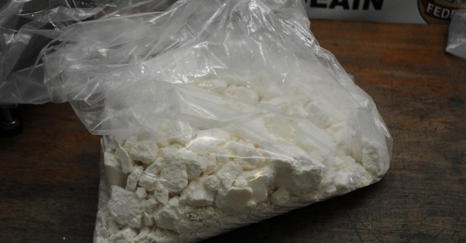 1.set.2018 - A cocaína foi encontrada em um fundo falso da mala